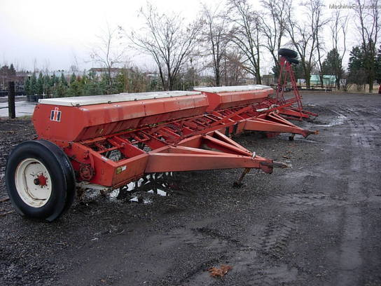 International Harvester 510 END WHEEL DRILLS