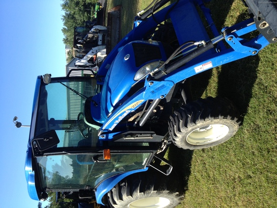 2010 New Holland Boomer 3045 Cab