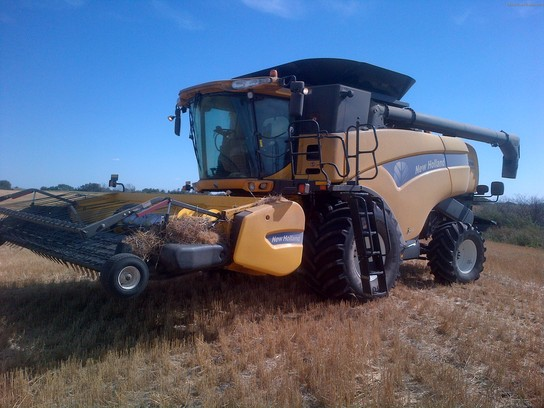 2011 New Holland CX8080