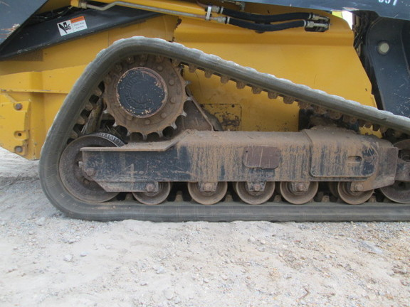 Detail photo of 2013 John Deere 333E from Construction Equipment Guide
