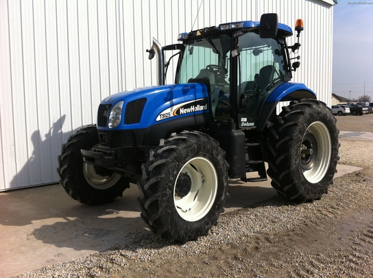 2006 New Holland TS125A Deluxe Cab