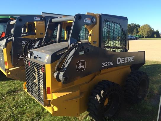 John Deere 320E