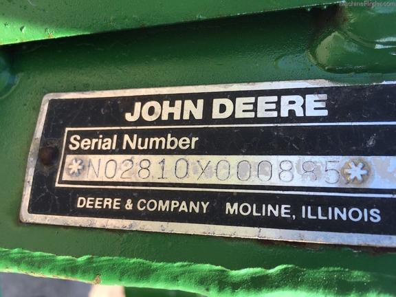 John Deere 2810