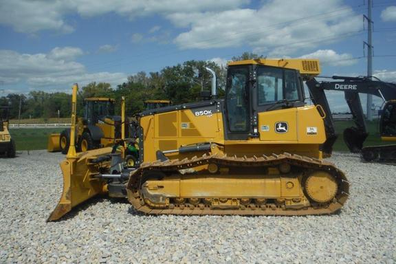 Detail photo of 2014 John Deere 850K from Construction Equipment Guide