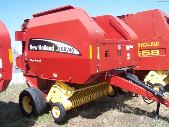 2004 New Holland BR740
