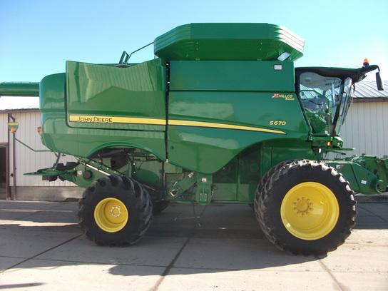 John Deere S670