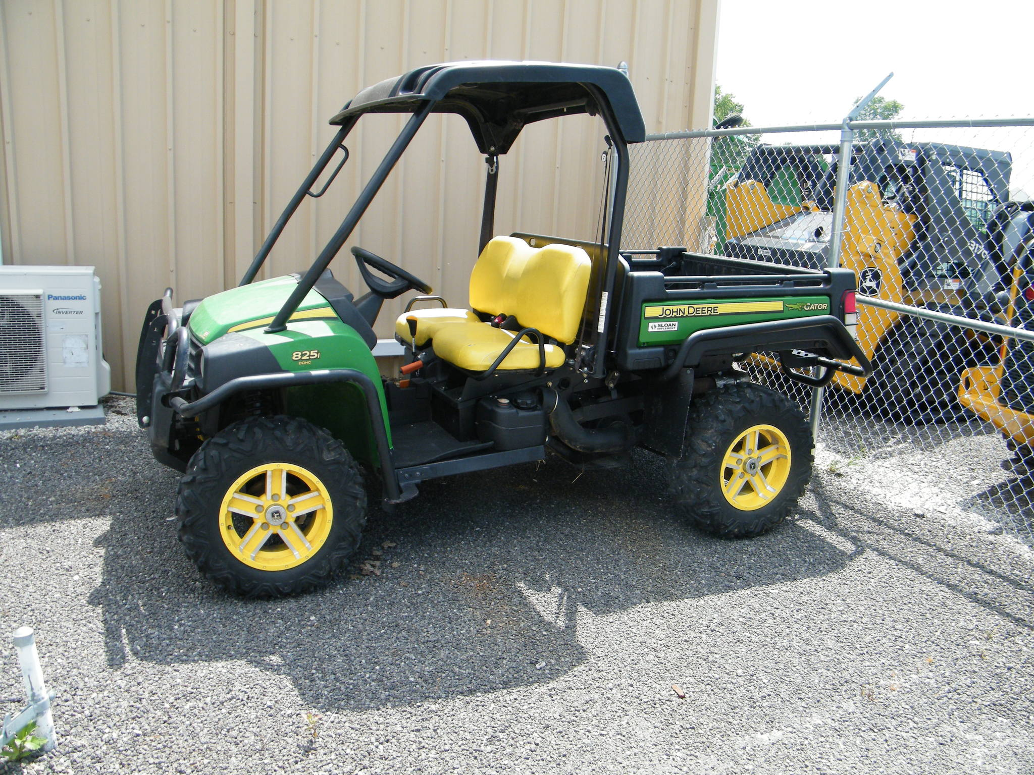 john deere gator xuv 825i atvs gators for sale 61218. Black Bedroom Furniture Sets. Home Design Ideas