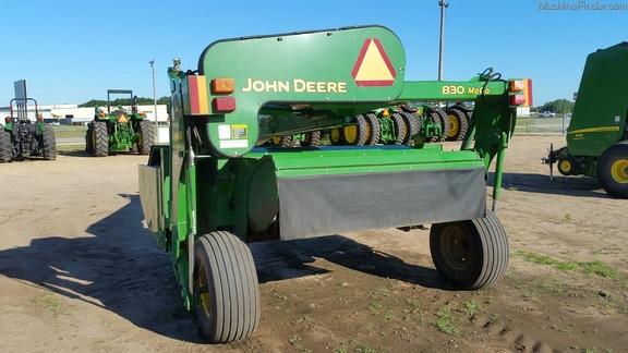 John Deere 830