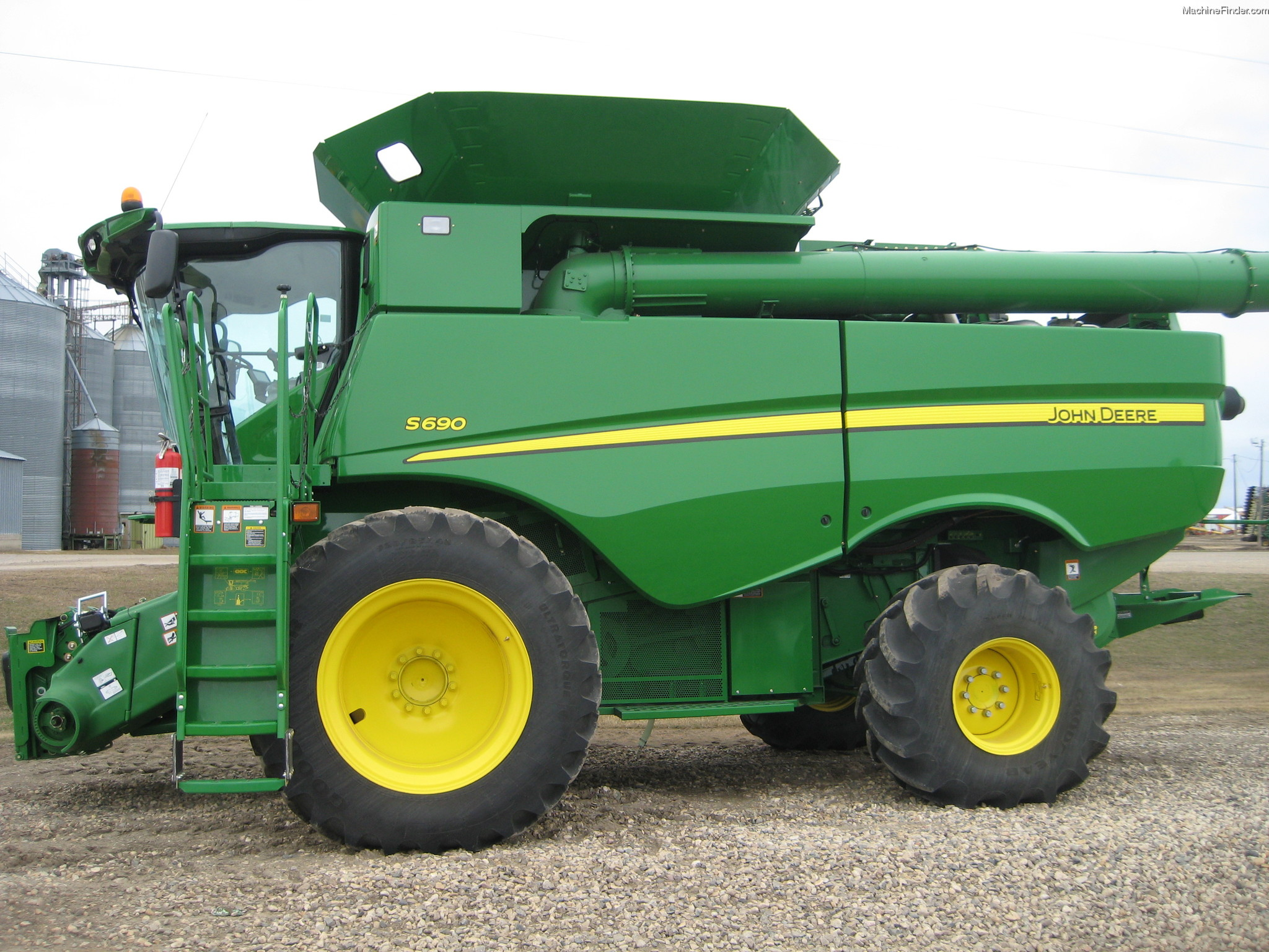 2012 John Deere S690 Combine http://www.machinefinder.com/ww/en-US/machine/2282108