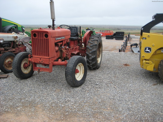 International 504 Tractors - Utility  40-100hp