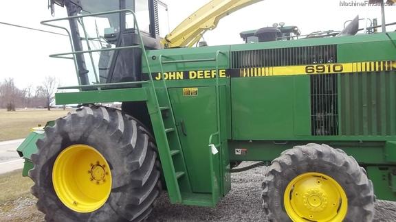 John Deere 6910