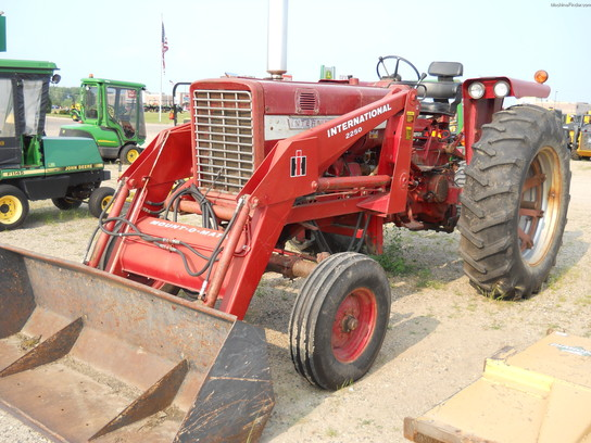 International 656 Tractor With Loader : International harvester