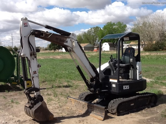 2011 Bobcat E35 SKID STEER, OPEN STATION, EXTENDAHOE, SHARP