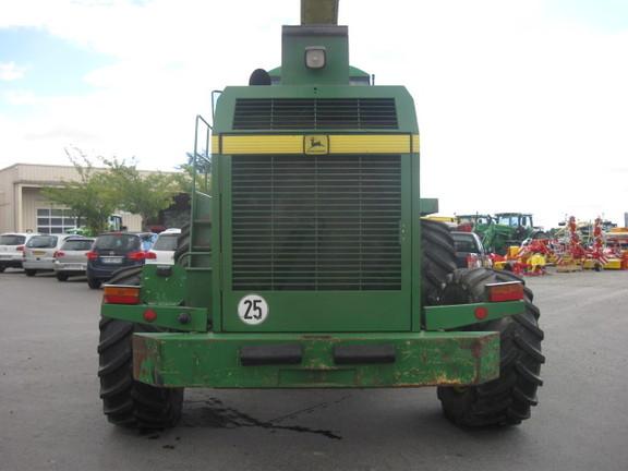 John Deere 6850