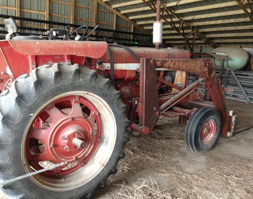 Farmall 656 Tractors - Row Crop   100hp