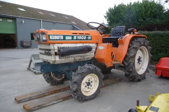 Kubota B1902-M