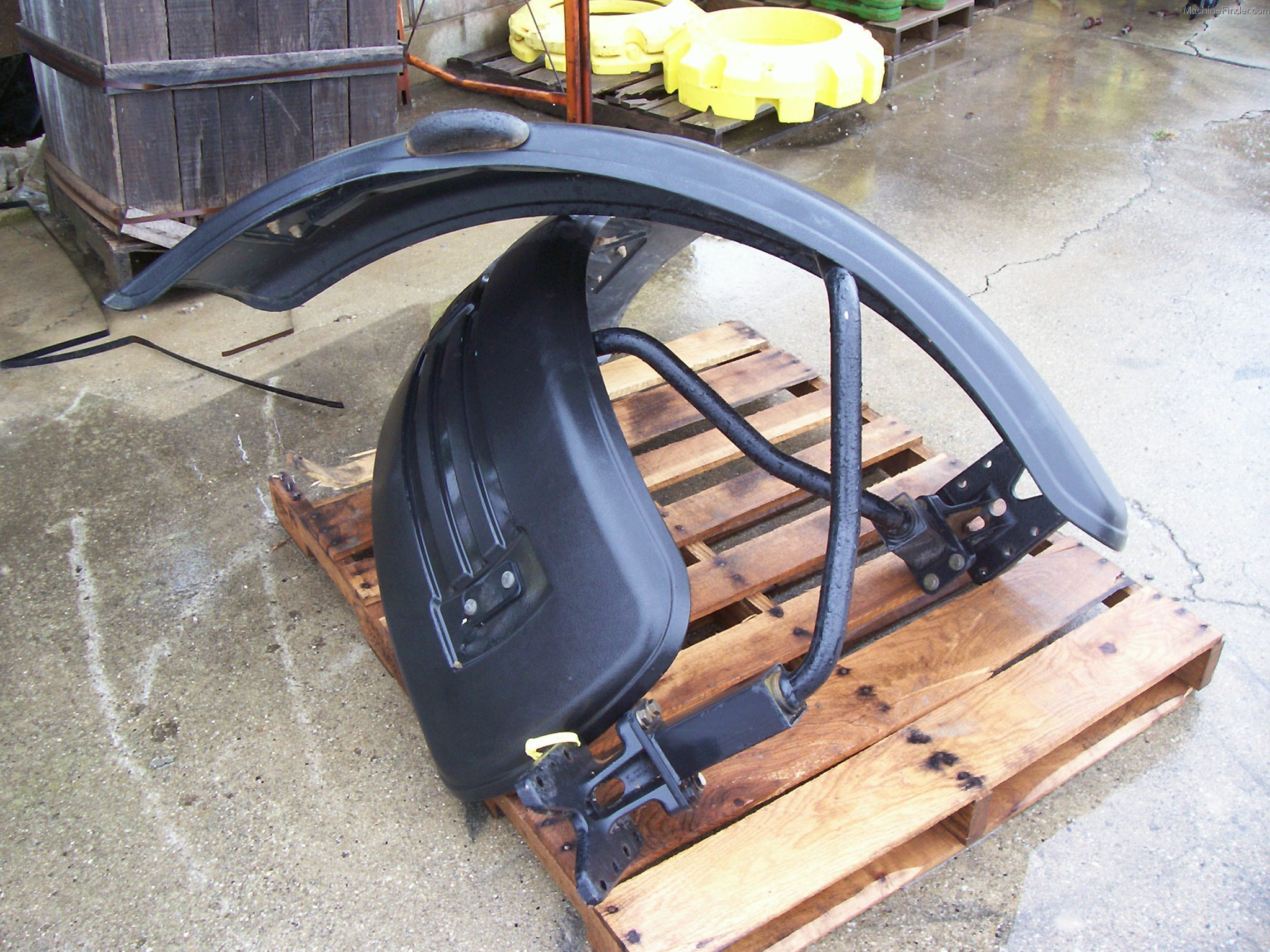 Front Fenders For John Deere 8300 : Status