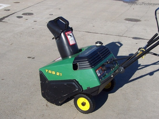 2000 John Deere TRS21 snowthrower with electric start, and new auger