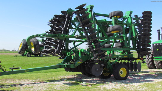 2007 John Deere 637 45 Ft 2 In., 5 Section Fold