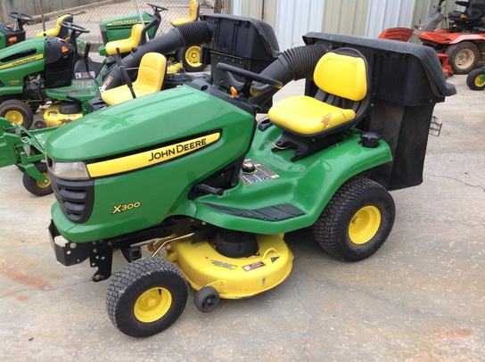 john deere x300 lawn garden tractors trigreen equipment. Black Bedroom Furniture Sets. Home Design Ideas