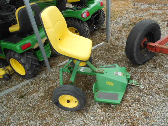 John Deere Steerable Sulky