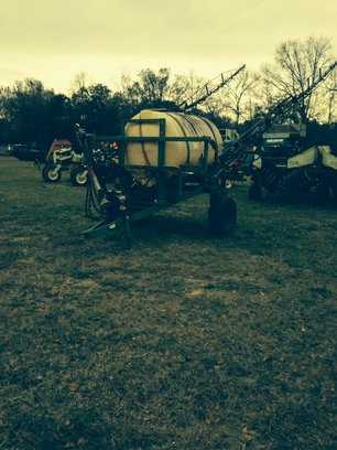 2000 John Deere 500 gallon vans pull type sprayer