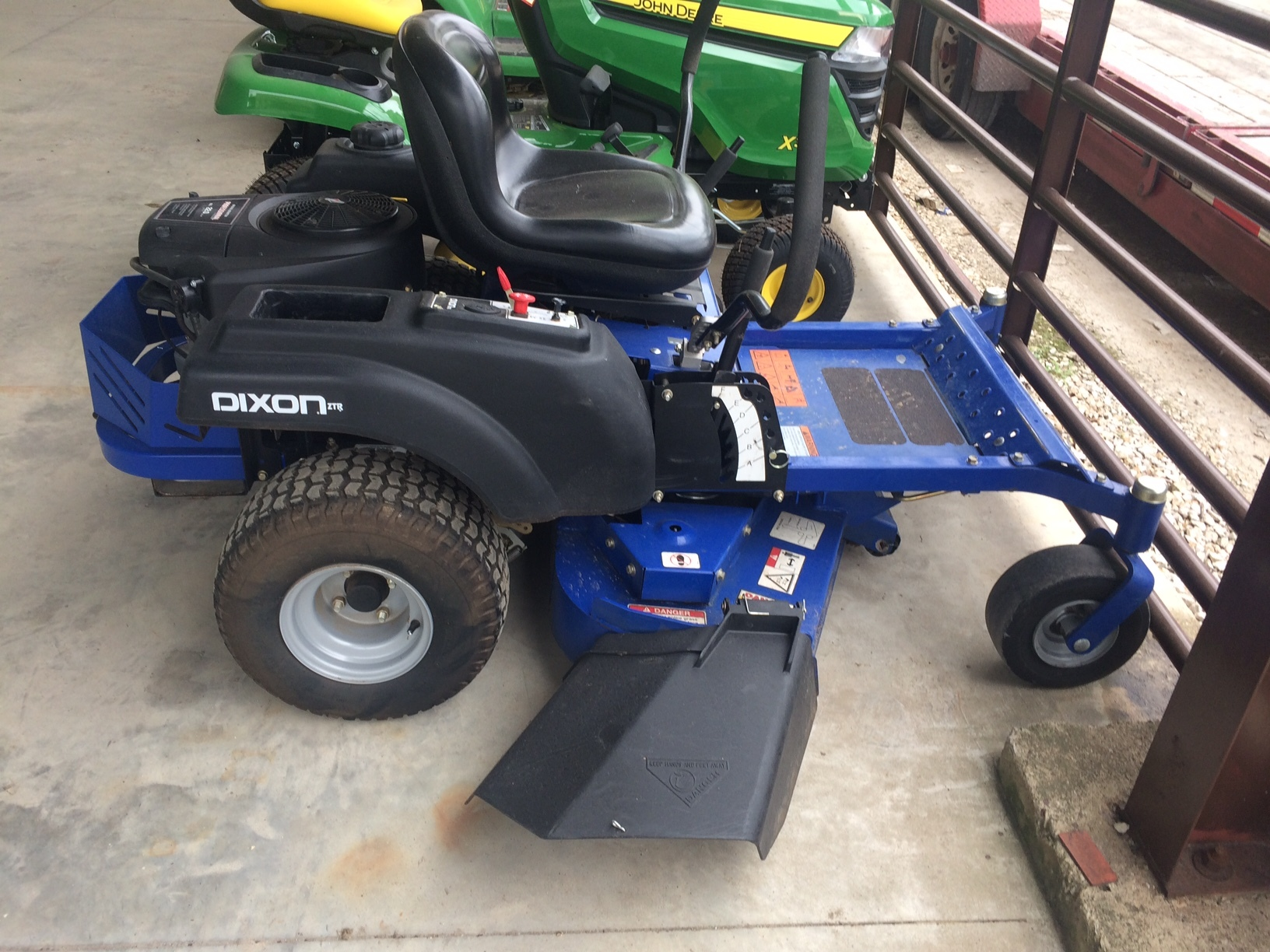 Dixon Speedztr 42 Zero Turn Mowers For Sale 64611