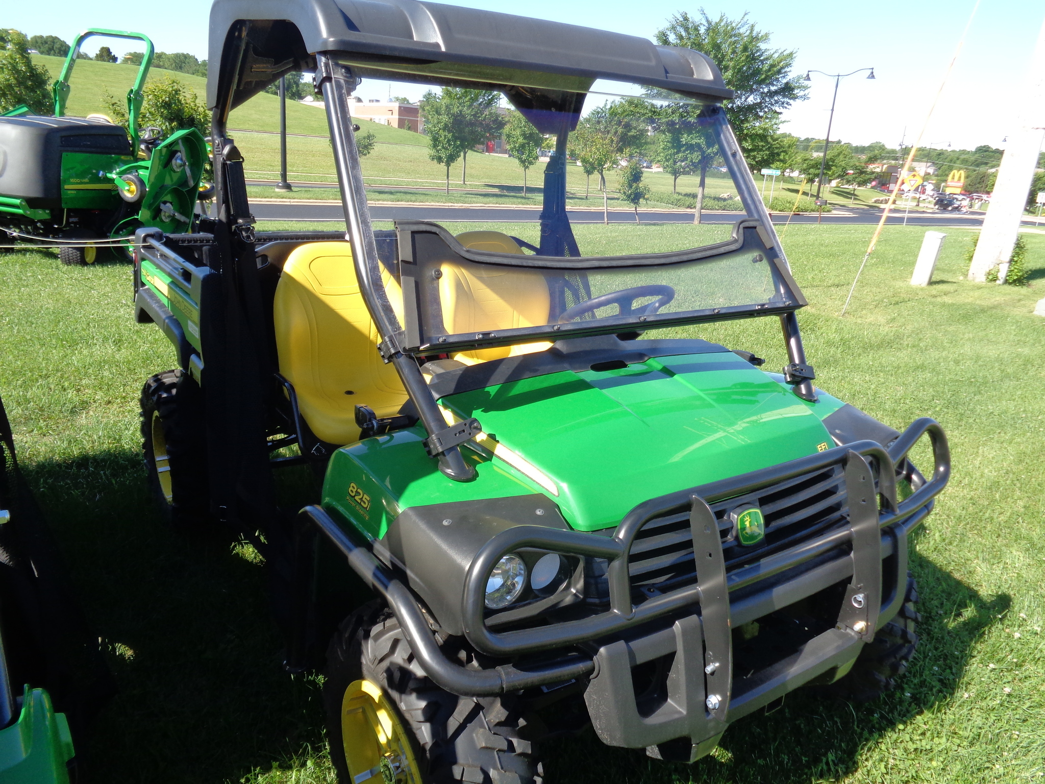 john deere xuv 825i atvs gators for sale 47409. Black Bedroom Furniture Sets. Home Design Ideas