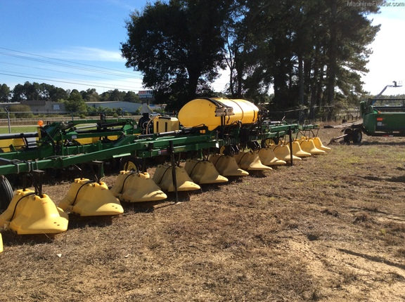 2012 Redball 12 row hooded sprayer