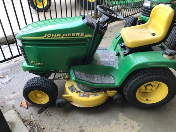 John Deere GT225