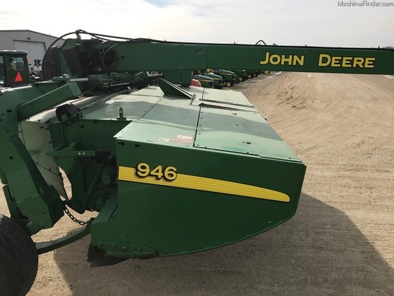 John Deere 946