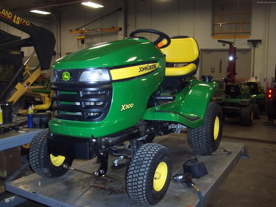 2011 John Deere X300 Lawn Tractor with 42 inch mower only 72 hours