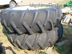 John Deere HUB AND DUALS