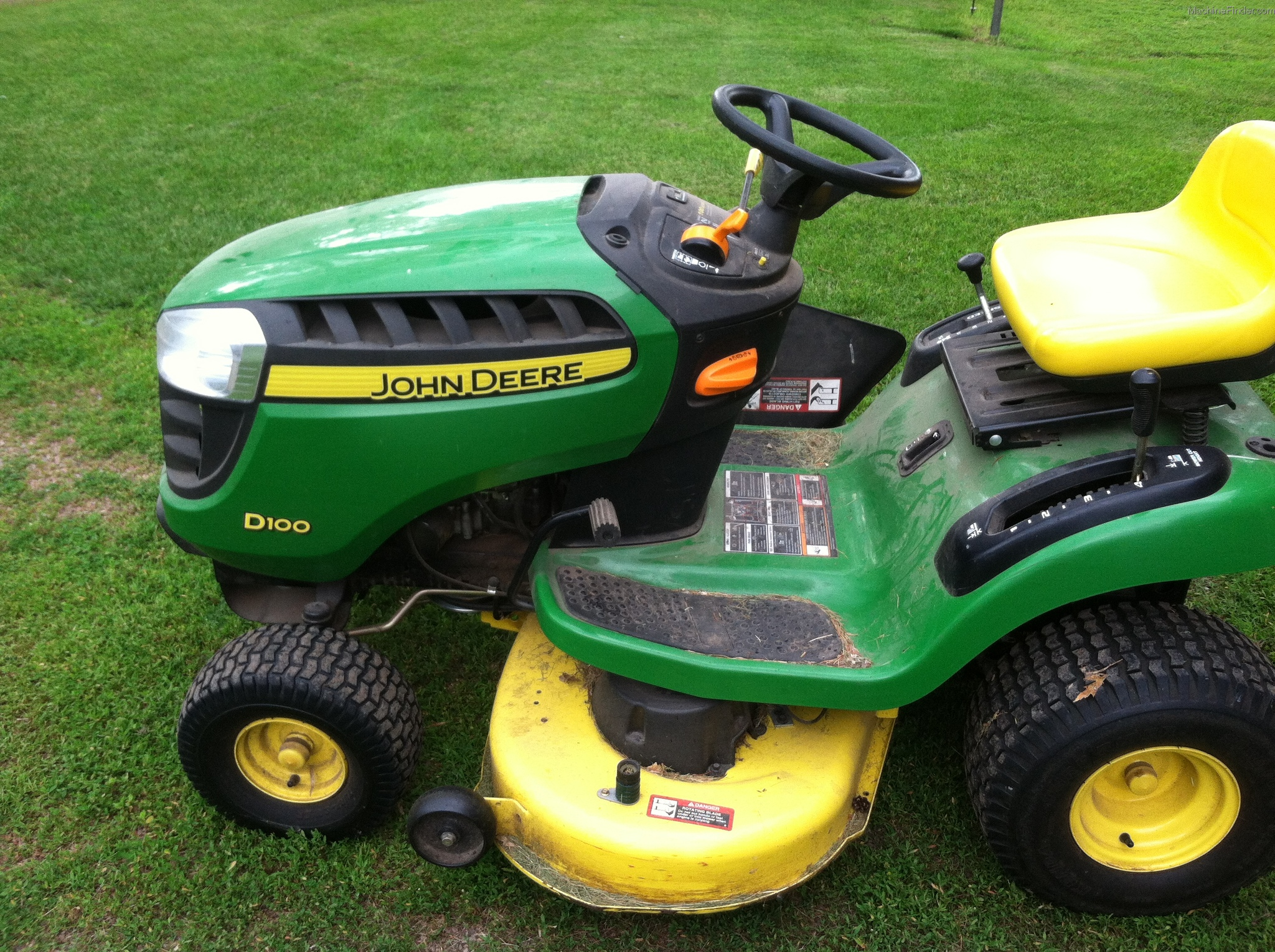 2011 John Deere D100 Lawn Amp Garden And Commercial Mowing border=