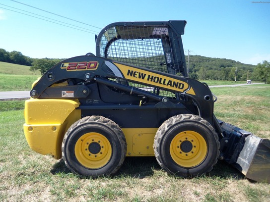 2011 New Holland L220