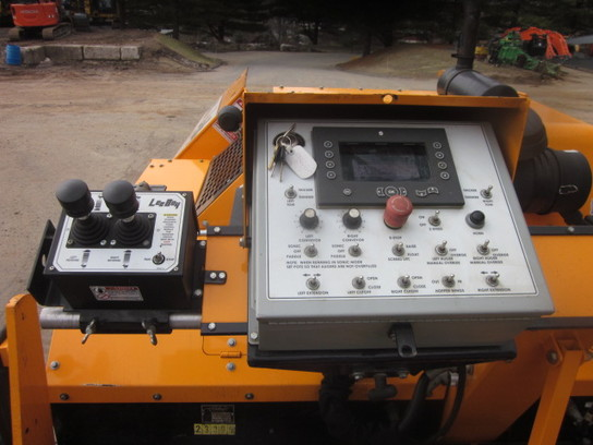 Detail photo of 2013 LeeBoy 8616K from Construction Equipment Guide
