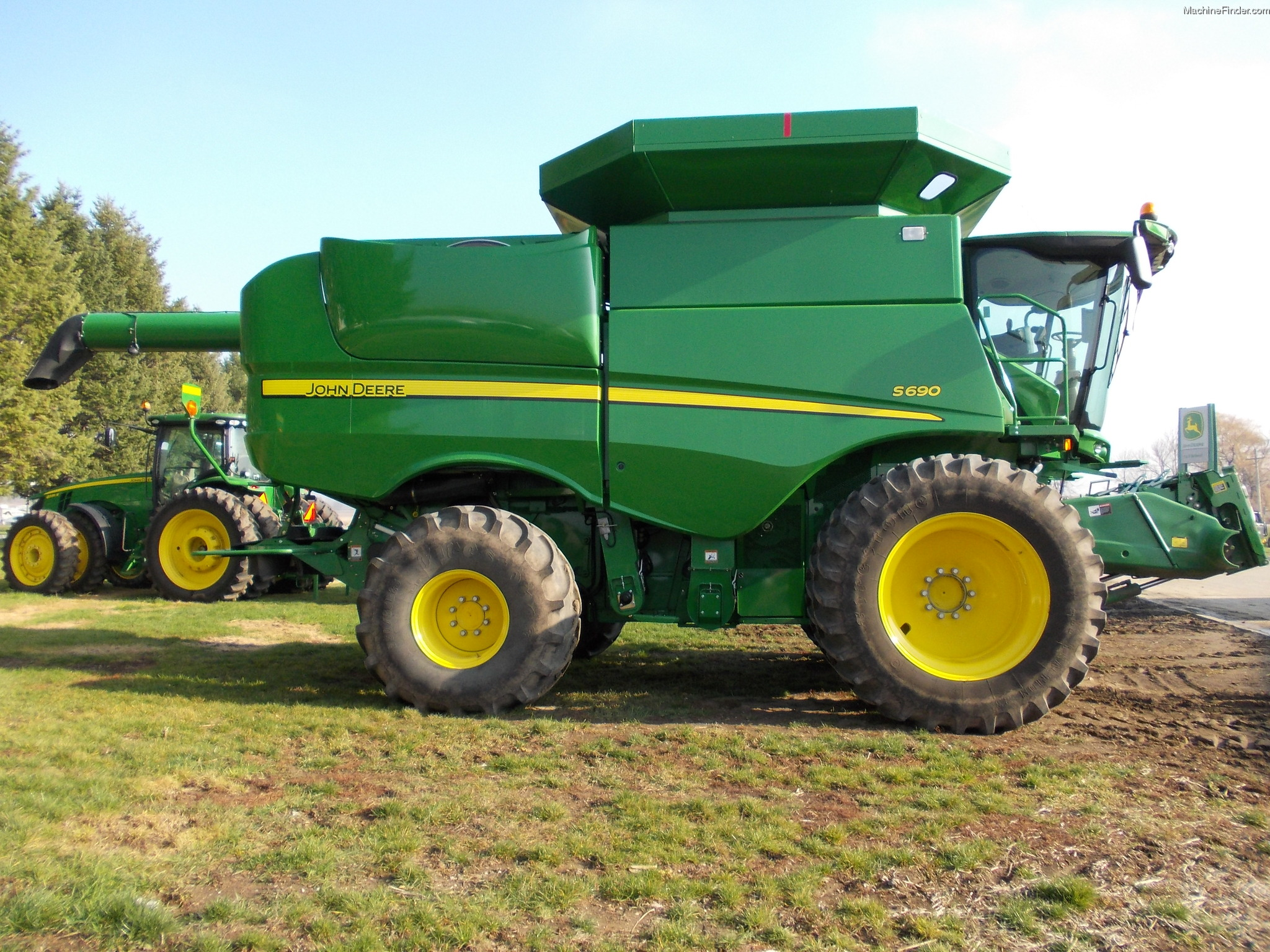 2012 John Deere S690 Combine http://www.machinefinder.com/ww/en-US/machine/2281439