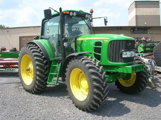 2010 John Deere 7130 Row Crop Tractors John Deere