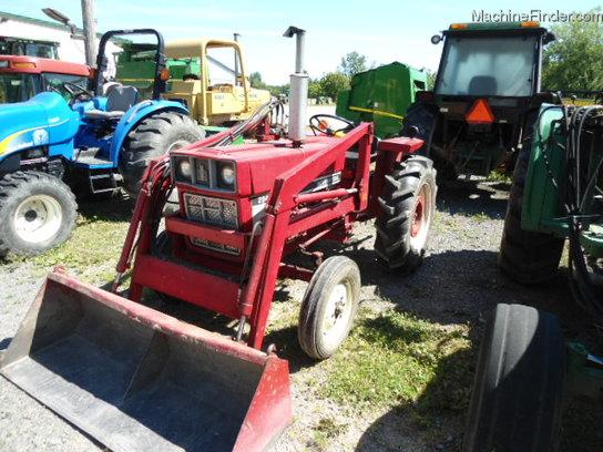 International Harvester 284 Tractor : International harvester