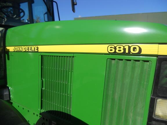 John Deere 6810
