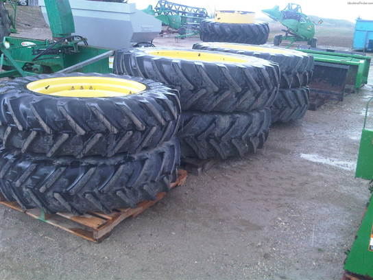 John Deere FRONT TIRES AND REAR DUALS