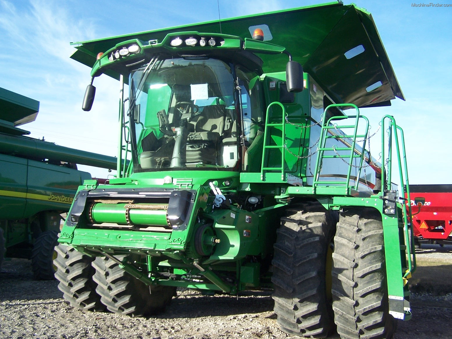 2012 John Deere S690 Combine http://www.machinefinder.com/ww/en-US/machine/2274942