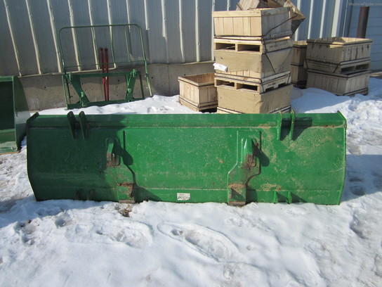 2009 John Deere 2450MM . BUCKET