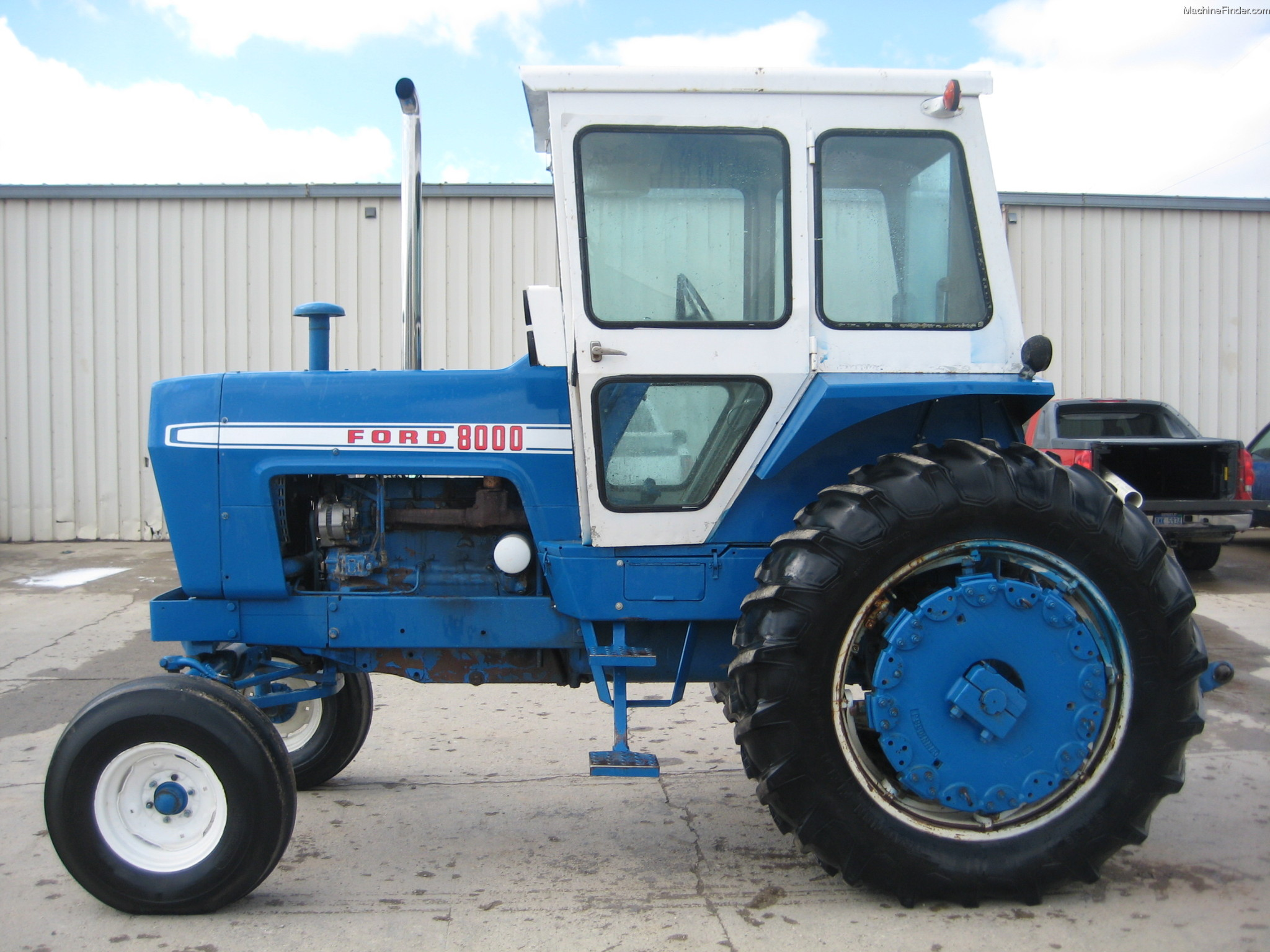 Ford 800 Tractor Information : Ford data