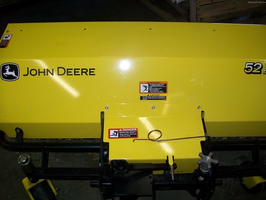 "2013 John Deere 52"" QUICK -HITCH ROTARY BROOM"