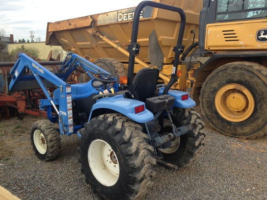 New Holland Compact Utility Tractor : Large g
