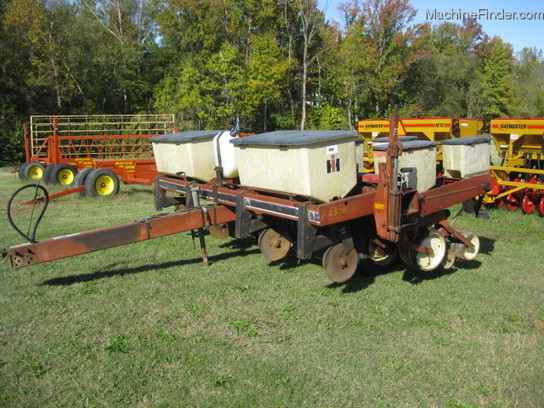 1983 International Harvester 800 4row Planter