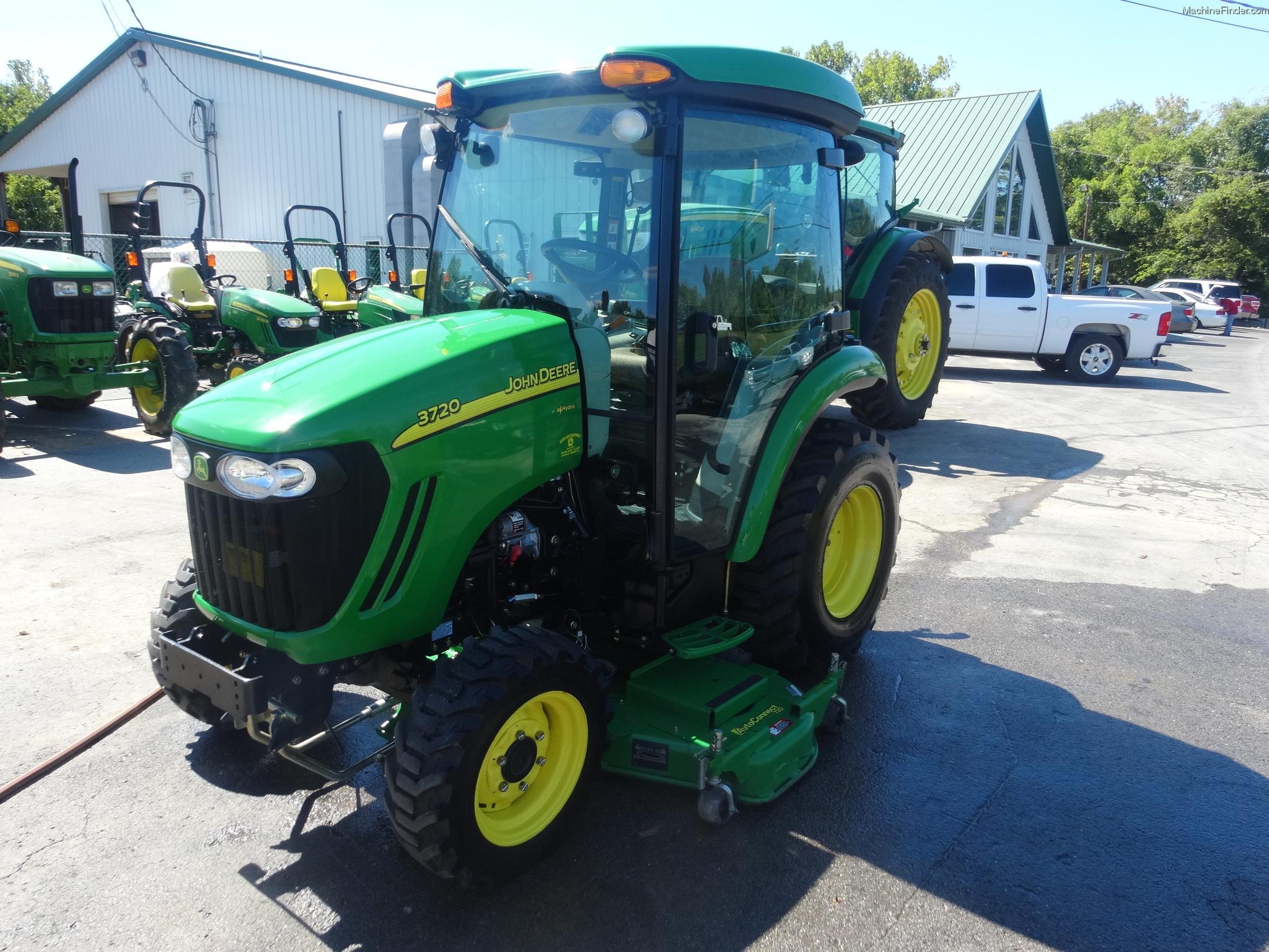 2010 John Deere 3720 Tractors - Compact (1-40hp.)