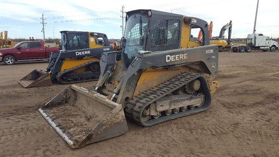 Detail photo of 2015 John Deere 333E from Construction Equipment Guide