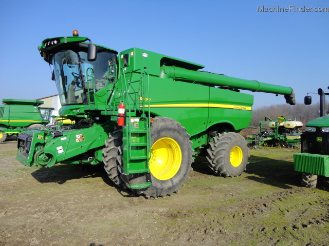 2012 John Deere S690 Combine http://www.machinefinder.com/ww/en-US/machine/2308847